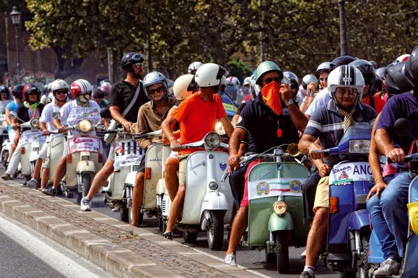 Raduno Internazionale Vespa a Roma