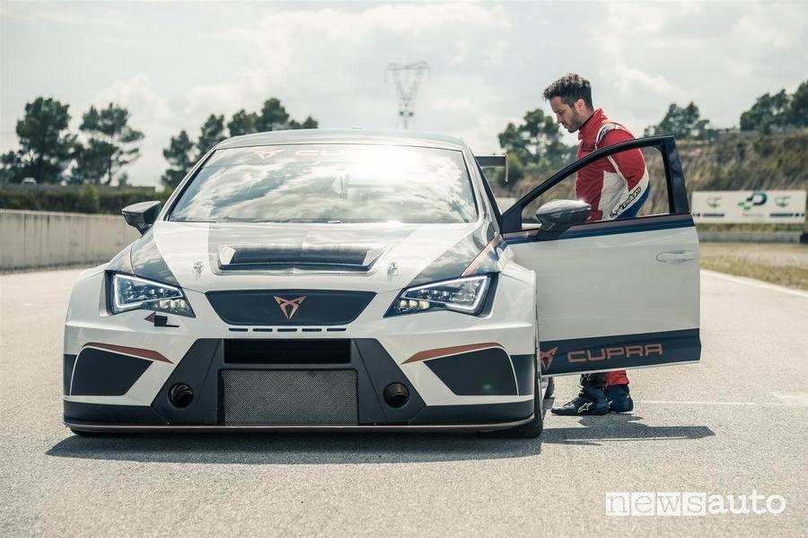 Andrea Dovizioso sulla CUPRA TCR auto da gara