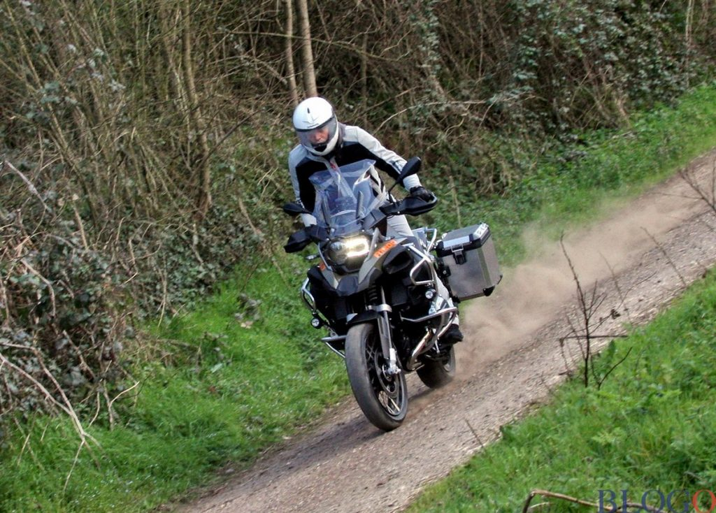 Moto Bmw R 1200GS Adventure sterrato derapata