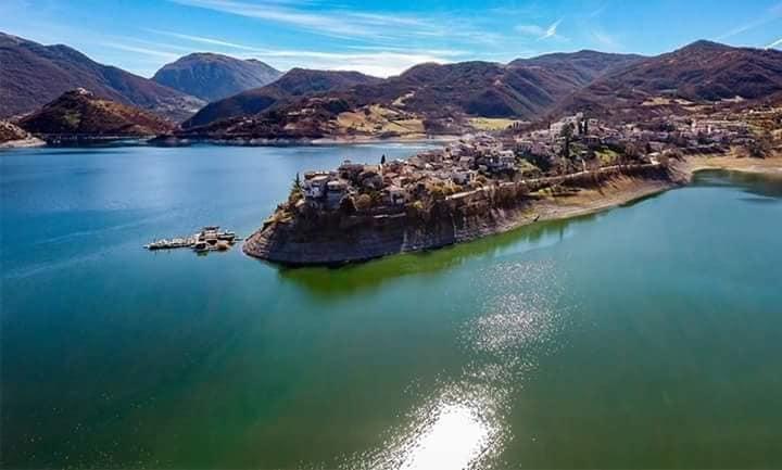 Colle di Tora vista aerea Rieti Lago del Turano